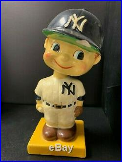 New York YANKEES Vintage Nodder Yellow Base Bobblehead Bobbing Bobble Head