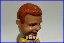 Vintage NHL Los Angeles Kings Gold Base Hockey Nodder Bobblehead